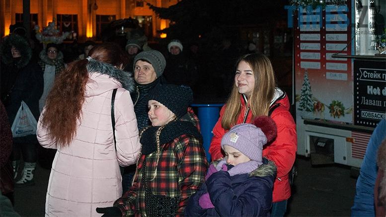 14 - На фестивалі Різдвяного Джазу у Житомирі танцювали на морозі