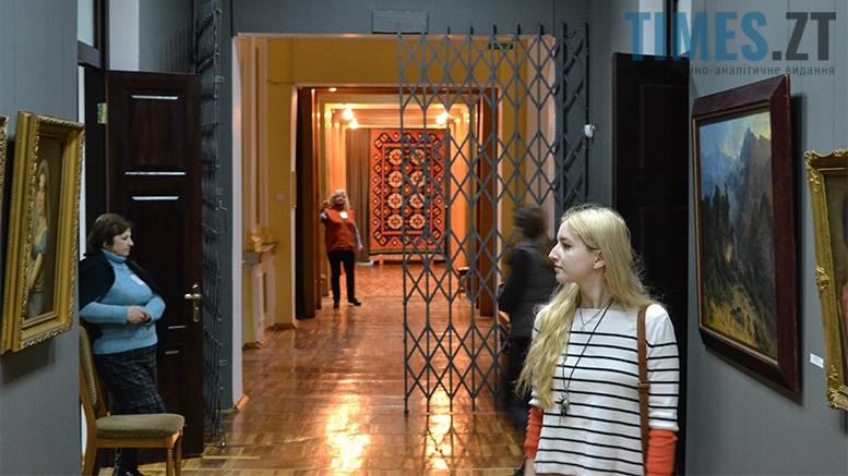 15 3 - Житомирський музей запропонував зробити селфі з опудалом дикої тварини