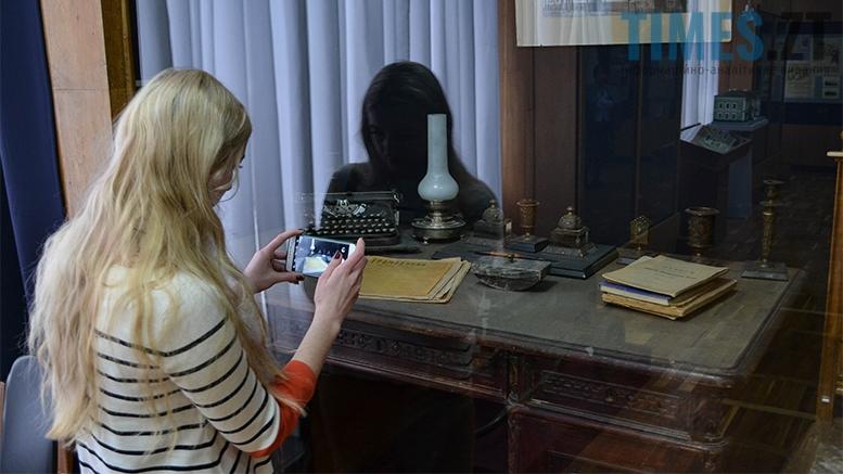 17 3 - Житомирський музей запропонував зробити селфі з опудалом дикої тварини