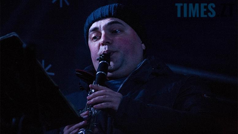 18 1 - На фестивалі Різдвяного Джазу у Житомирі танцювали на морозі