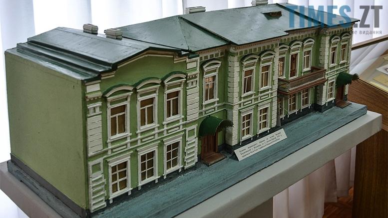 2 6 - Житомирський музей запропонував зробити селфі з опудалом дикої тварини