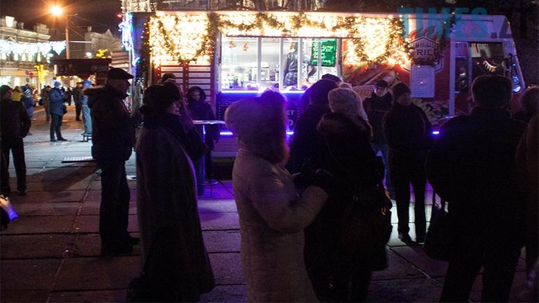 20 1 - На фестивалі Різдвяного Джазу у Житомирі танцювали на морозі