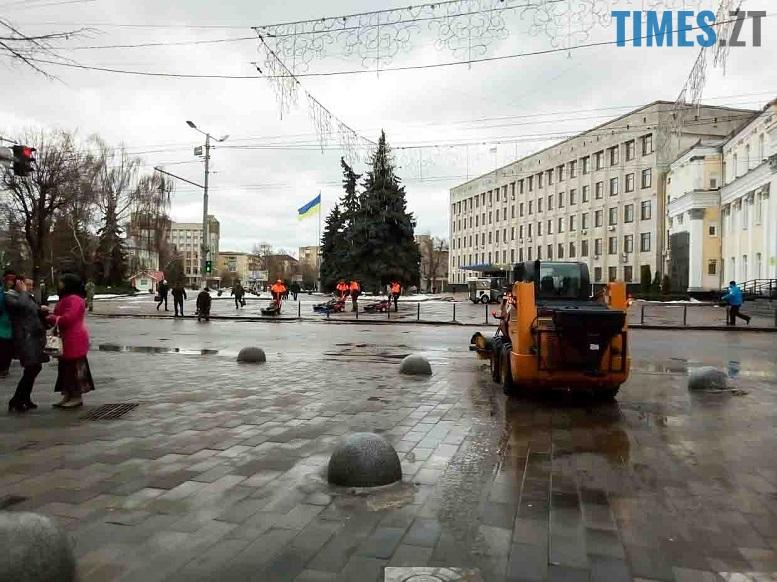 20 edited - Трансформери «вилизують» Михайлівську перед візитом першої леді