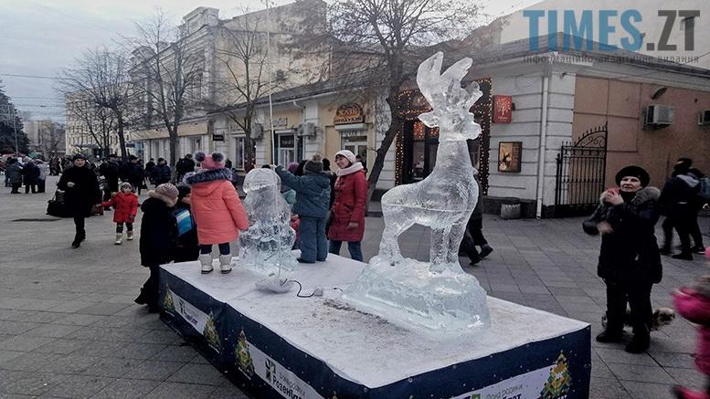Льодові фігури на Михайлівській