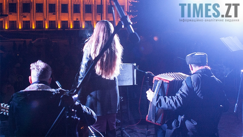 6 2 - На фестивалі Різдвяного Джазу у Житомирі танцювали на морозі