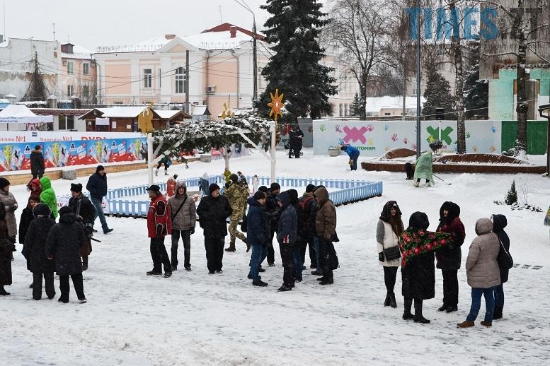 DSC 0700 edited - Житомиряни зібралися на Михайлівській і взялися за руки. Вгадайте, чому?