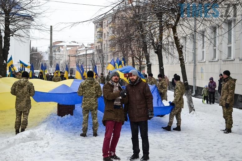 DSC 0717 edited - Житомиряни зібралися на Михайлівській і взялися за руки. Вгадайте, чому?
