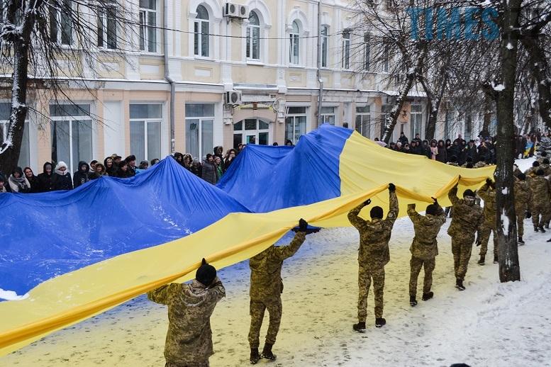 DSC 0734 edited - Житомиряни зібралися на Михайлівській і взялися за руки. Вгадайте, чому?
