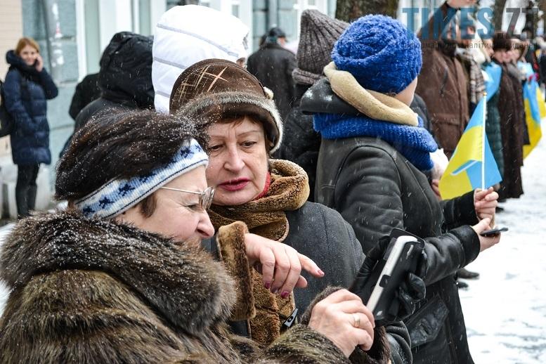 DSC 0742 edited - Житомиряни зібралися на Михайлівській і взялися за руки. Вгадайте, чому?