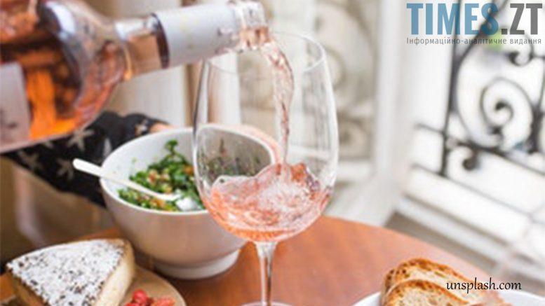 photo 2 e1514979324362 - Як зберегти смак відкоркованого вина та з чим його варто поєднувати