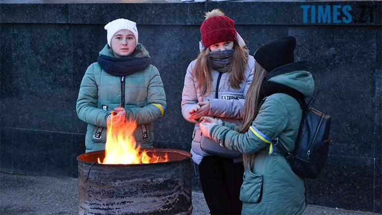 имени 3 - Пам'ятник Небесній Сотні у Житомирі вкрили національним прапором (фото, відео)