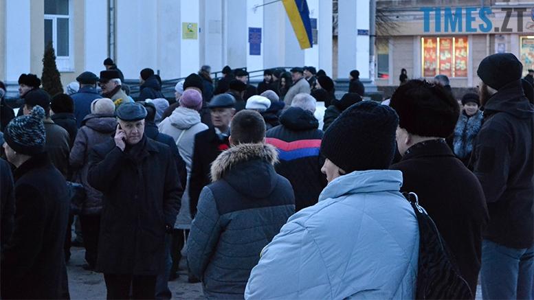 имени 4 - Пам'ятник Небесній Сотні у Житомирі вкрили національним прапором (фото, відео)