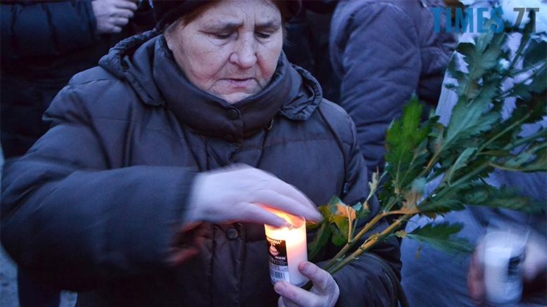 имени 5 - Пам'ятник Небесній Сотні у Житомирі вкрили національним прапором (фото, відео)