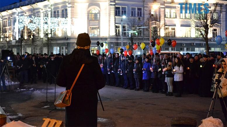 имени 7 - Пам'ятник Небесній Сотні у Житомирі вкрили національним прапором (фото, відео)