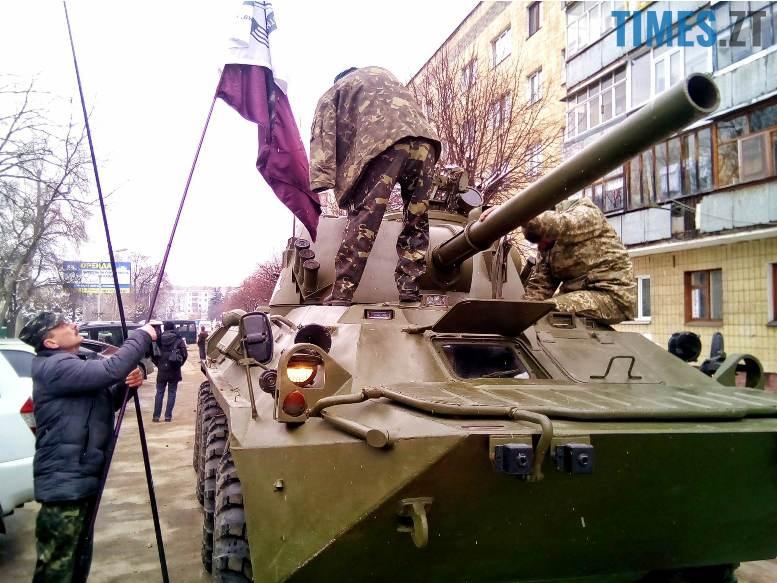 2 11 - Новим бульваром Житомира проїхала самохідна гармата «Нона-СВК» (фото, відео)