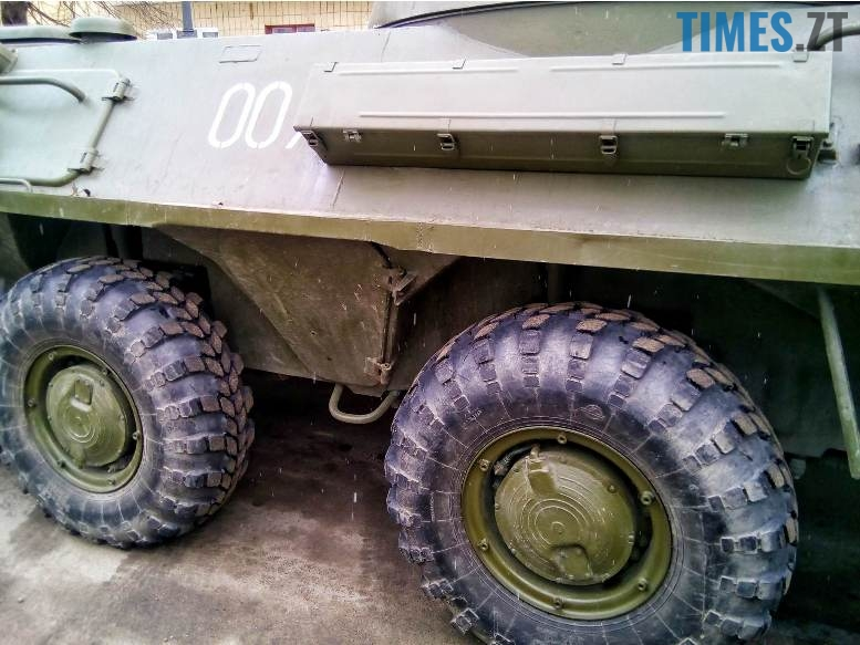 3 11 - Новим бульваром Житомира проїхала самохідна гармата «Нона-СВК» (фото, відео)