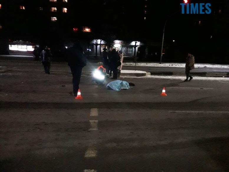 В Житомирі авто збило жінку, яка переходила дорогу на червоне світло