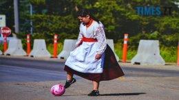 14 260x146 - Українські емігрантки в Канаді: несподіваний ракурс