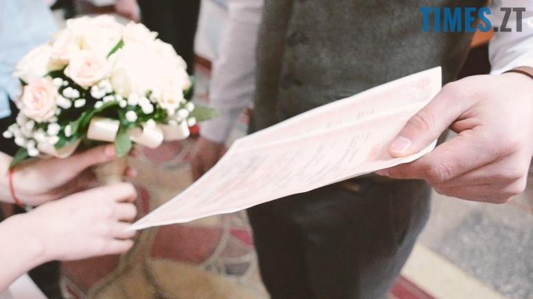 4 2 - На День Св. Валентина у Житомирі одружилися дуже дивні пари (відео)