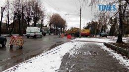 P80131 132132 edited 260x146 - «Проклята вулиця»: на Східній знову яма. Комунальний транспорт не ходить