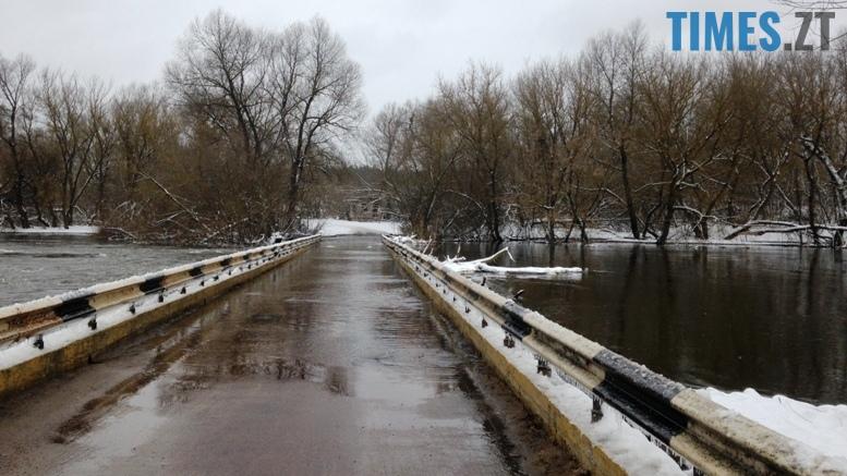 2 3 - Житомирщину накриває повінню. Тетерів затопив міст у Харитонівці (відео, фото)