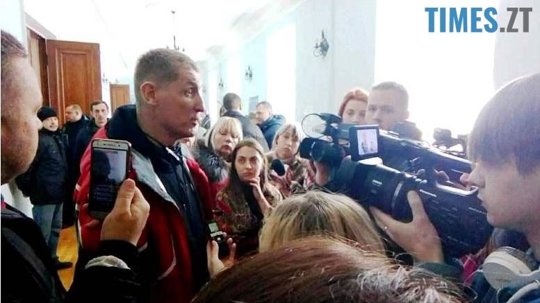 2 - «Мер вдарив Вас?..» Сергія Сухомлина звинувачують у побитті (відео)