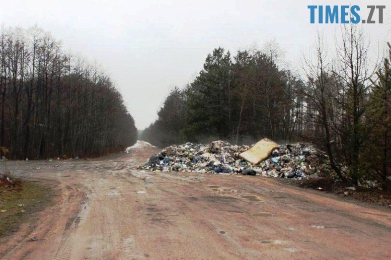 1 - Львівські сміттєві пірати догралися: жителі Олевщини обіцяють палити їхні машини