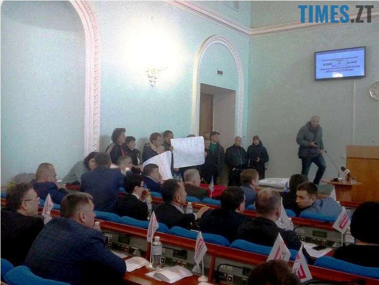 3 - Міську раду Житомира атакували невідомі. Сухомлин викликав поліцію