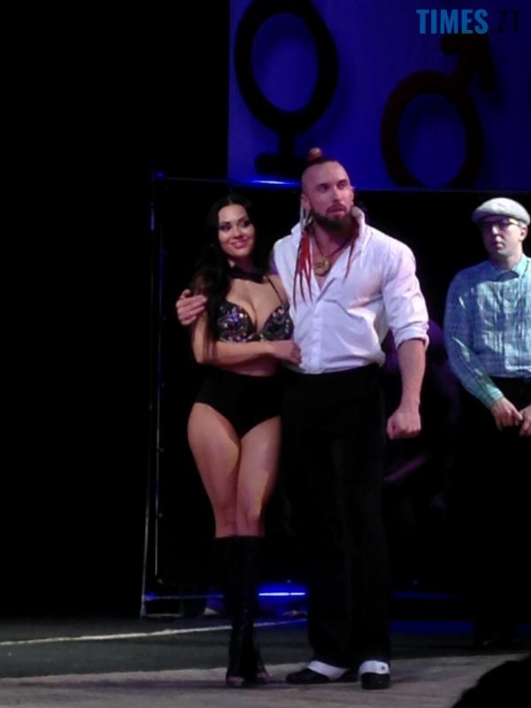 23 - Стриптиз у драмтеатрі Житомира: «Спокуса» чи розпуста? (фото 18+)
