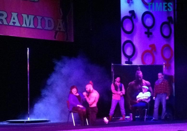 26 - Стриптиз у драмтеатрі Житомира: «Спокуса» чи розпуста? (фото 18+)