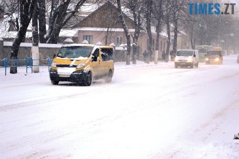 DSC 1712 - Перший день весни. Житомир засипає снігом. З лопатами тільки жінки