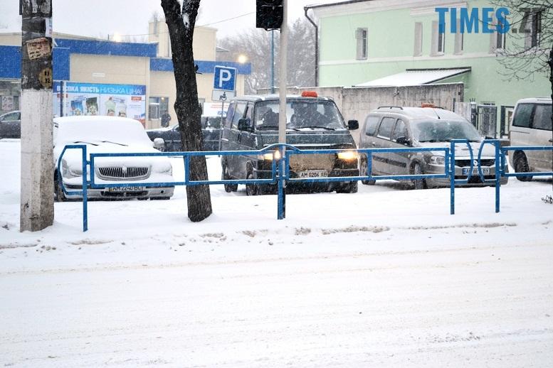 DSC 1716 - Перший день весни. Житомир засипає снігом. З лопатами тільки жінки