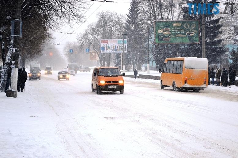 DSC 1719 - Перший день весни. Житомир засипає снігом. З лопатами тільки жінки
