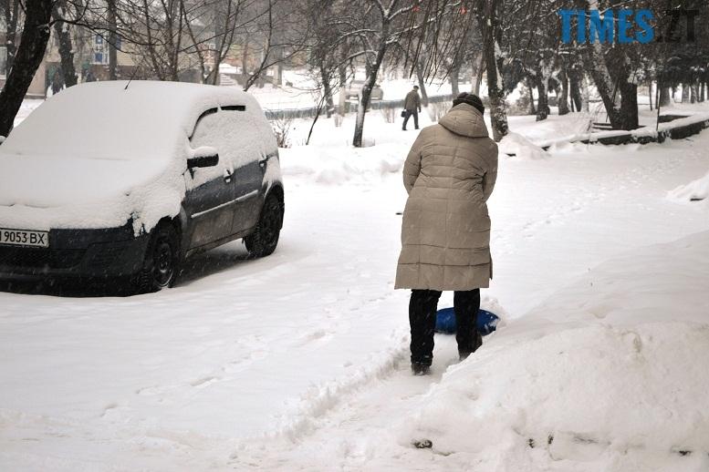DSC 1724 - Перший день весни. Житомир засипає снігом. З лопатами тільки жінки
