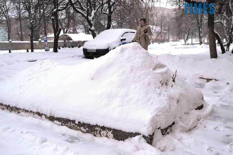 DSC 1725 - Перший день весни. Житомир засипає снігом. З лопатами тільки жінки
