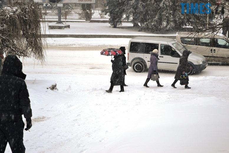 DSC 1729 - Перший день весни. Житомир засипає снігом. З лопатами тільки жінки