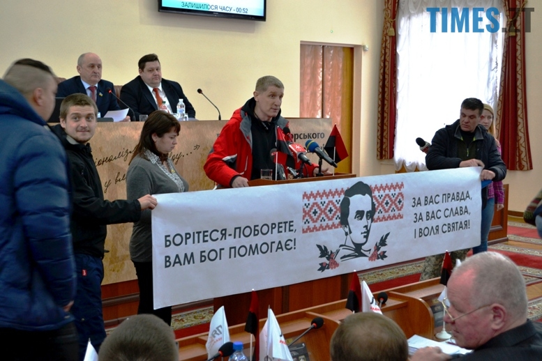 DSC 1780 - Житомирська облрада прирівняла партійний прапор ОУН(б) до державного