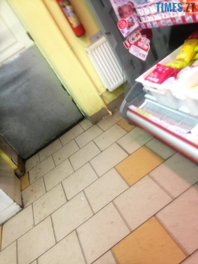 IMG 6337 - Супермаркет «Квартал»: просто низька охайність