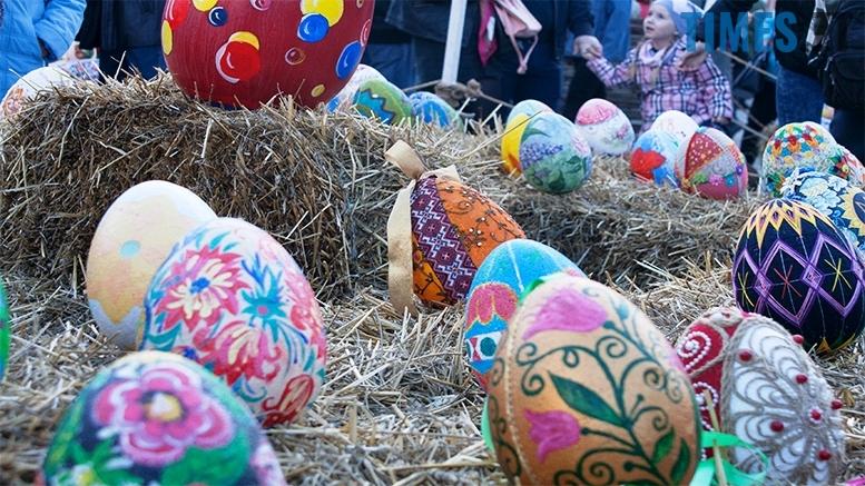 имени 11 - Житомиряни кажуть, що на Михайлівській - писанки з яєць динозаврів
