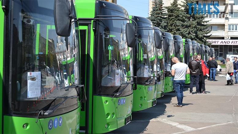 имени 13 - Зубко і Сухомлин помацали застарілі автобуси з ворожої держави