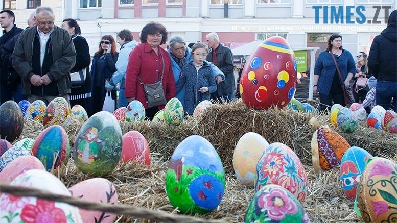 имени 9 - Житомиряни кажуть, що на Михайлівській - писанки з яєць динозаврів