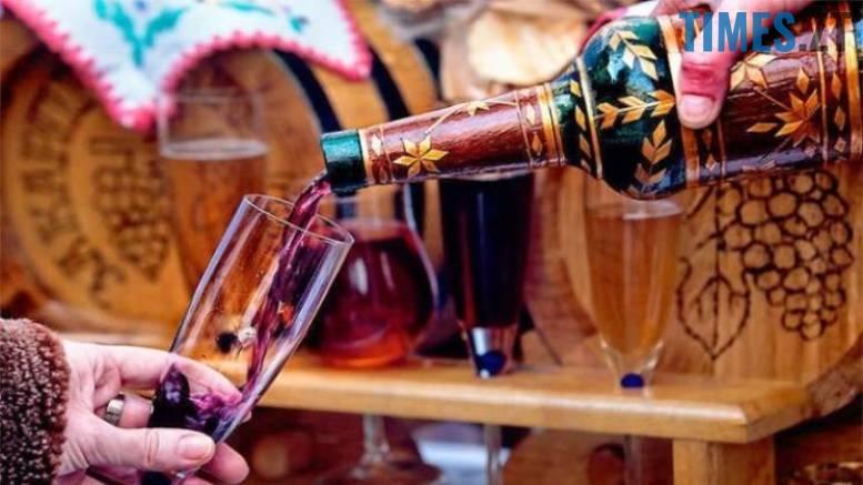 6 - На Великдень житомирянам наливатимуть спиртне прямо на Михайлівській