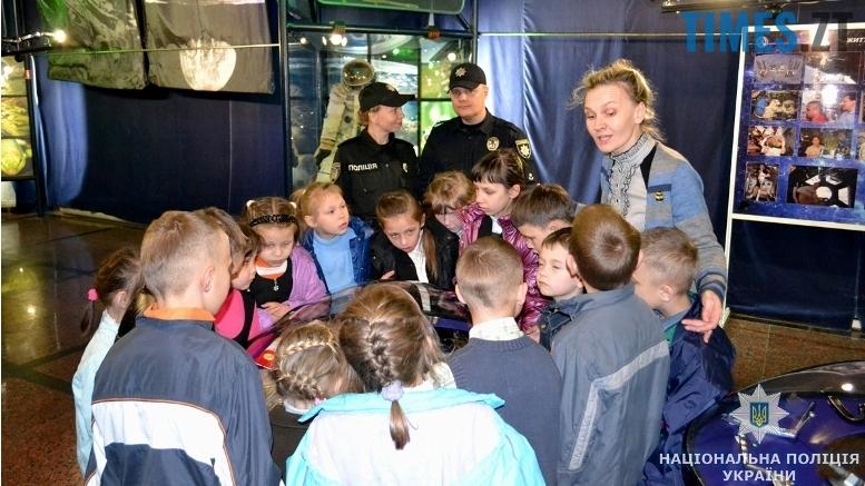 9 - Поліція влаштувала «космічну» екскурсію для нещасних дітей