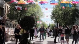 1 1 260x146 - Житомиряни не розуміють, для чого над Михайлівською почепили парасольки (відео)