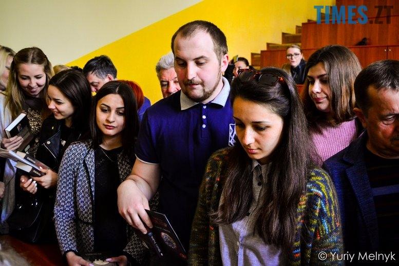1 20 Копировать - Василь Шкляр: «Дайте мені хоча б у масовці зарізати москаляку!»
