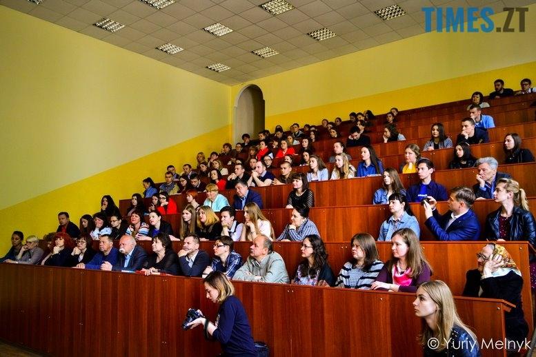 1 8 Копировать - Василь Шкляр: «Дайте мені хоча б у масовці зарізати москаляку!»