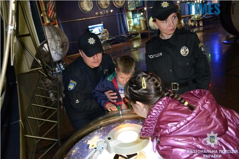 muzey3 - Поліція влаштувала «космічну» екскурсію для нещасних дітей