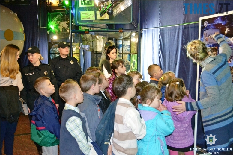 muzey5 - Поліція влаштувала «космічну» екскурсію для нещасних дітей