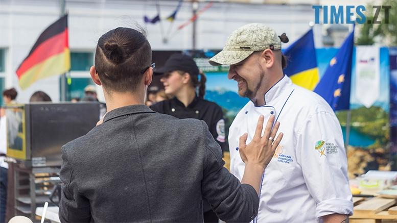 """имени 9 1 - День Європи: Михайлівську перетворили на фаст-фуд і """"прикрасили"""" піддонами"""