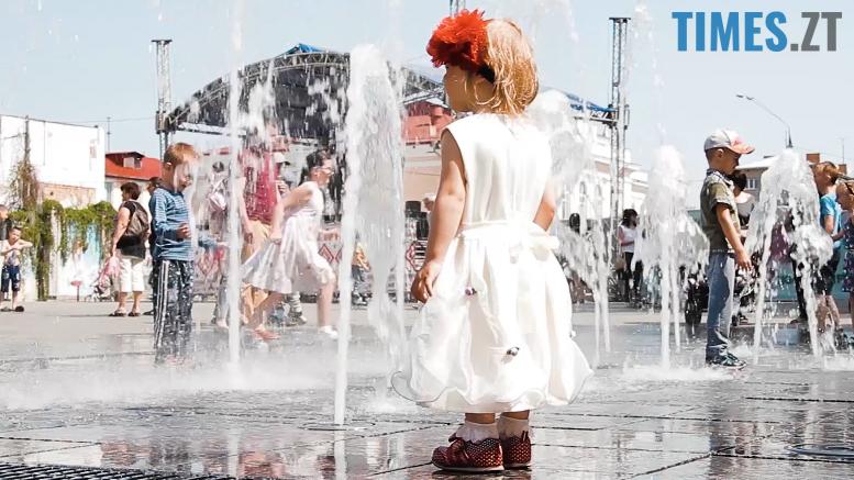 .png - Ми були праві: діти зробили з фонтану на Михайлівській душову (відео)